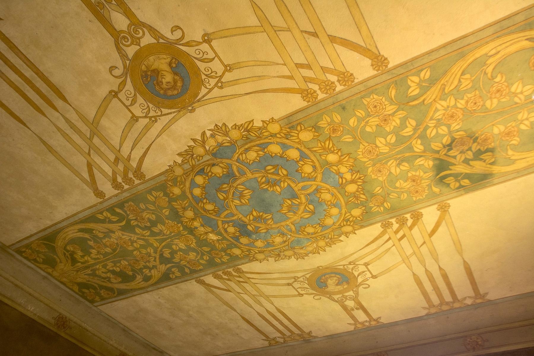 Wonderful villa needing restoration with Liberty frescoes - 5