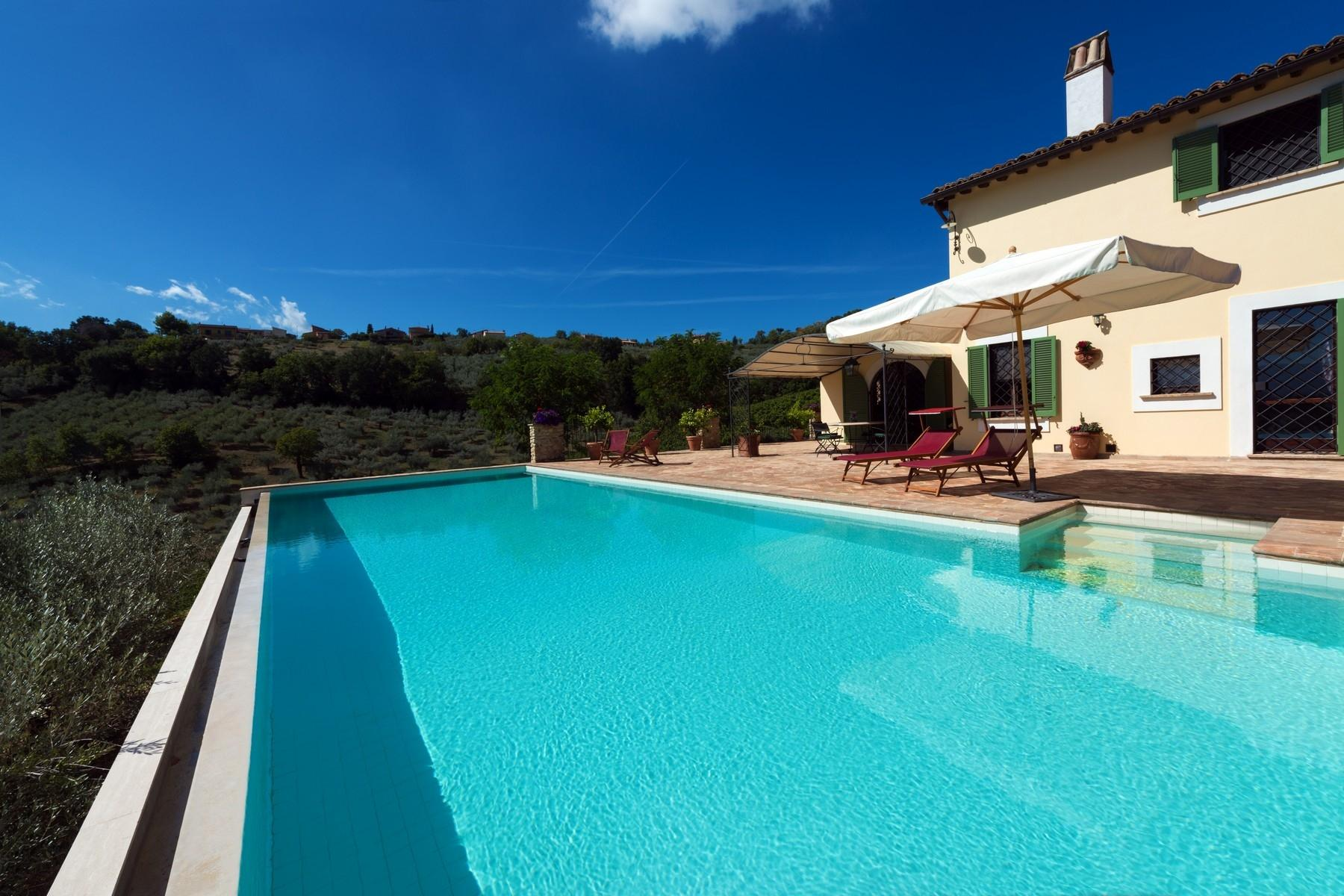 Enchanting property in the Umbrian hills - 1