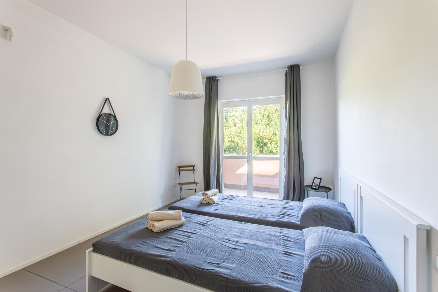 Front Lake Renovated apartment in Trevignano - 10