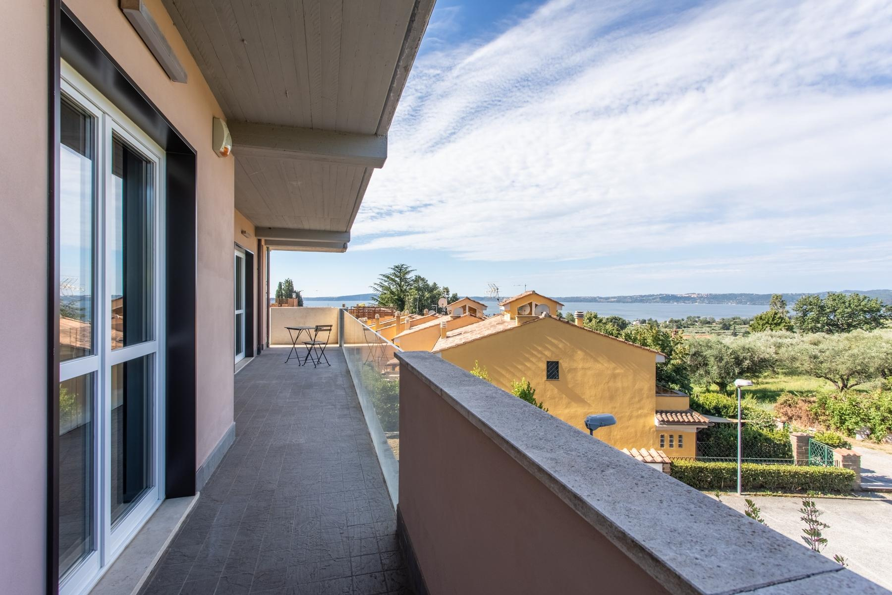 Front Lake Renovated apartment in Trevignano - 12