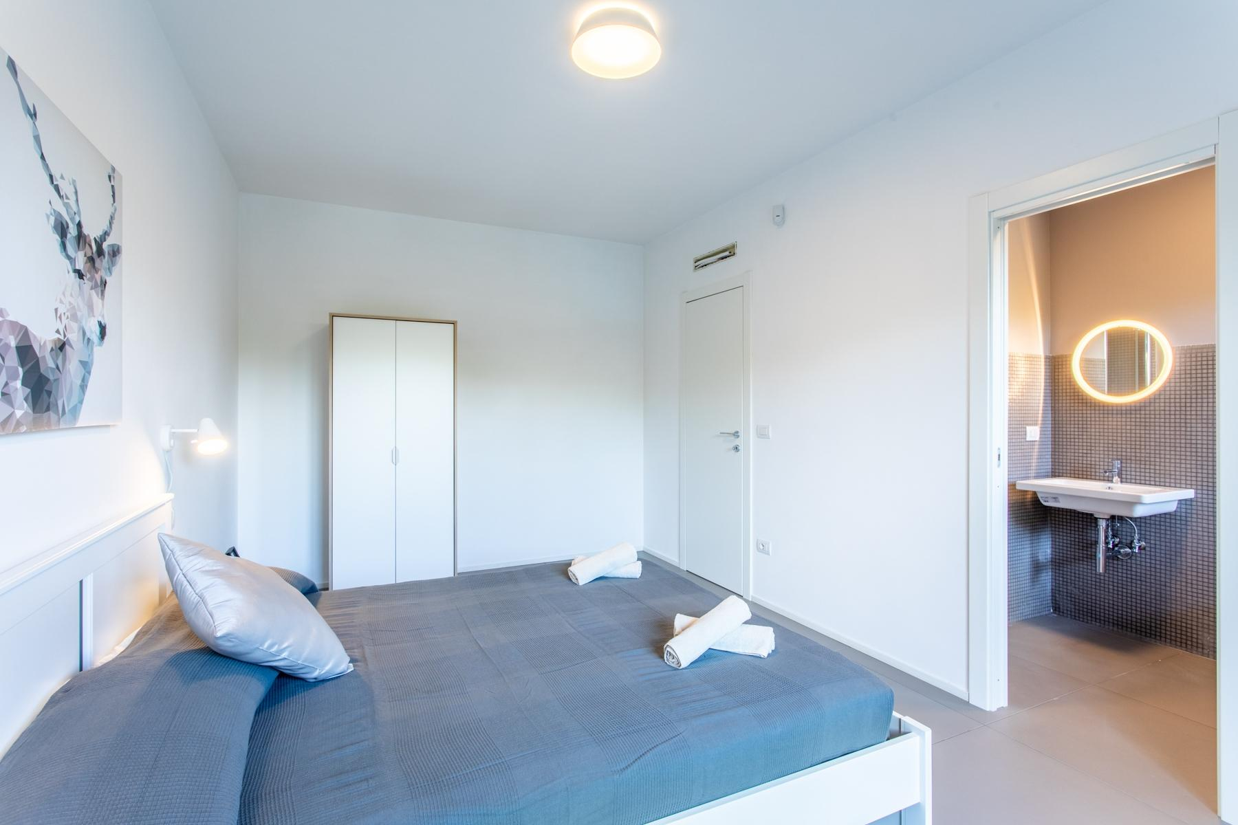 Front Lake Renovated apartment in Trevignano - 17
