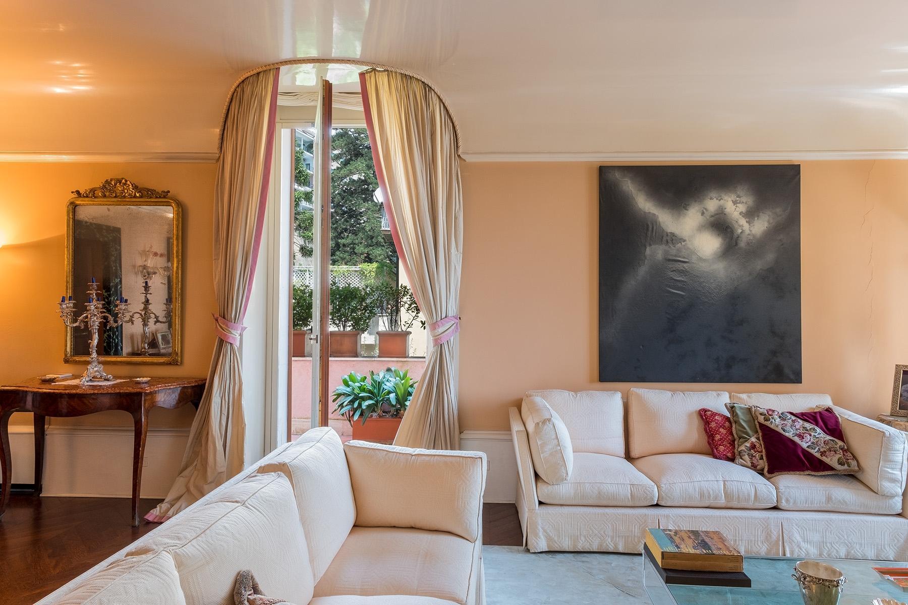Scenographic apartment in historic building in Via Mergellina - 8