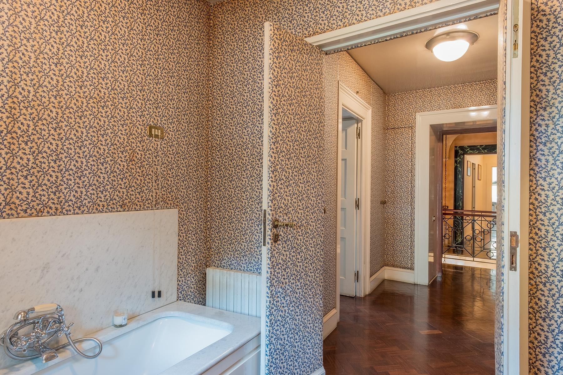Scenographic apartment in historic building in Via Mergellina - 11