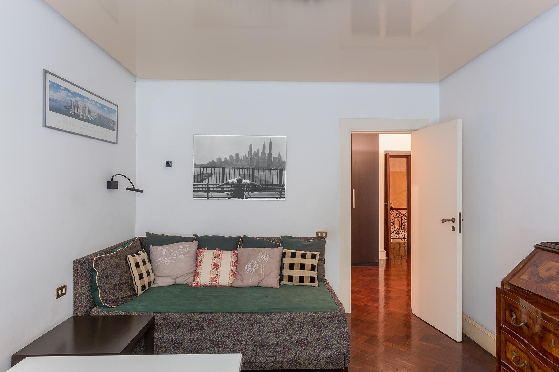 Scenographic apartment in historic building in Via Mergellina - 14