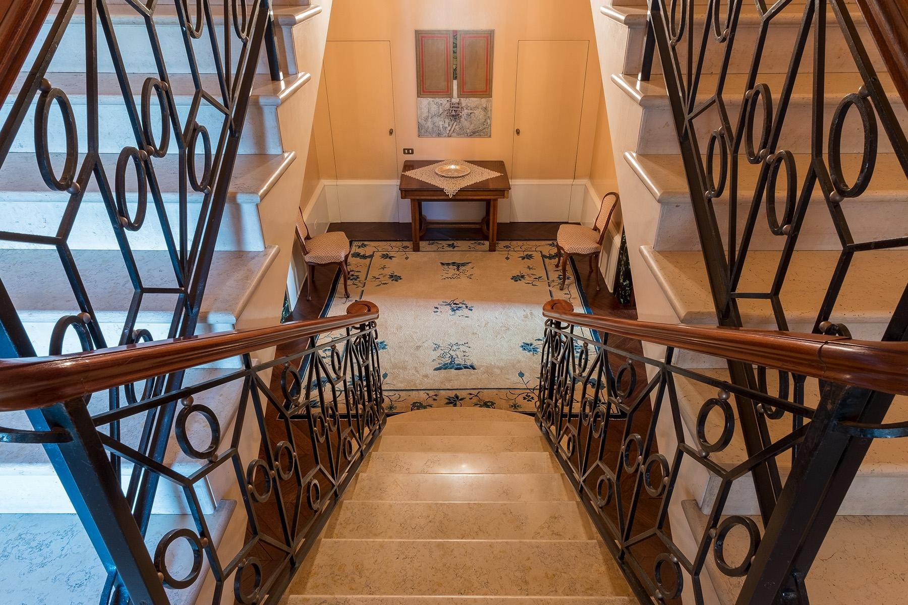 Scenographic apartment in historic building in Via Mergellina - 18