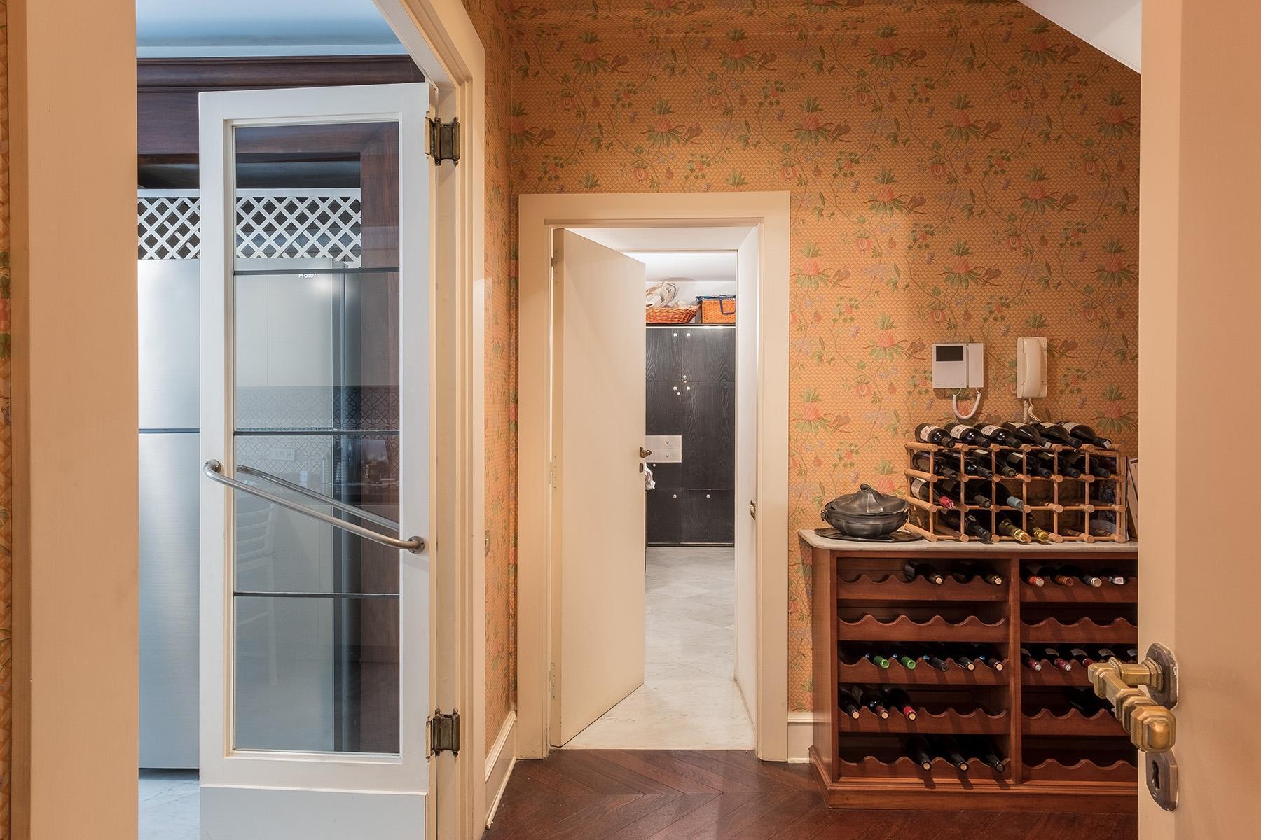 Scenographic apartment in historic building in Via Mergellina - 25