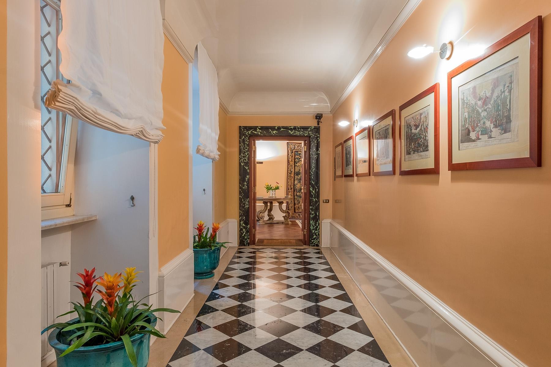 Scenographic apartment in historic building in Via Mergellina - 20