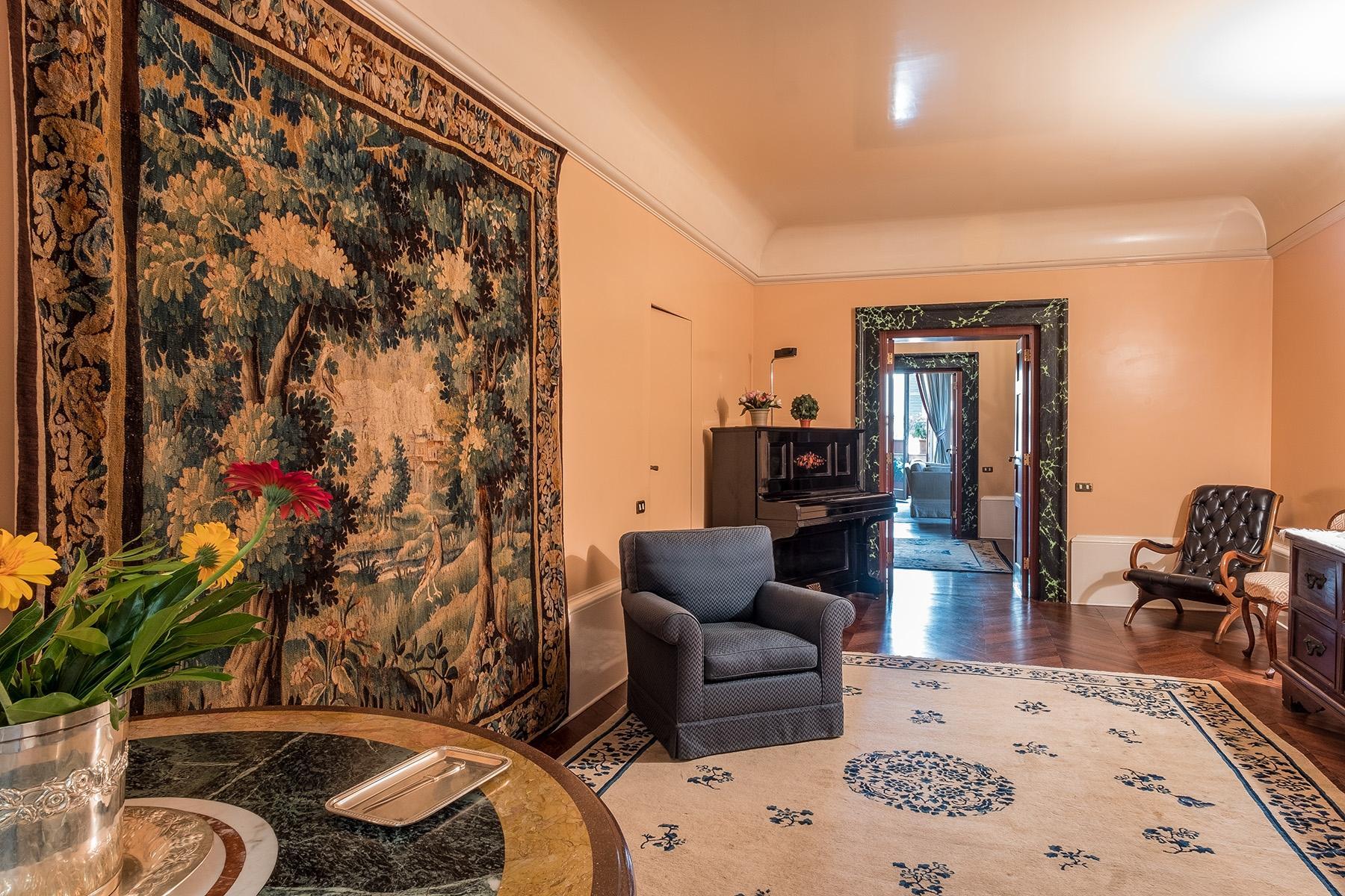 Scenographic apartment in historic building in Via Mergellina - 13