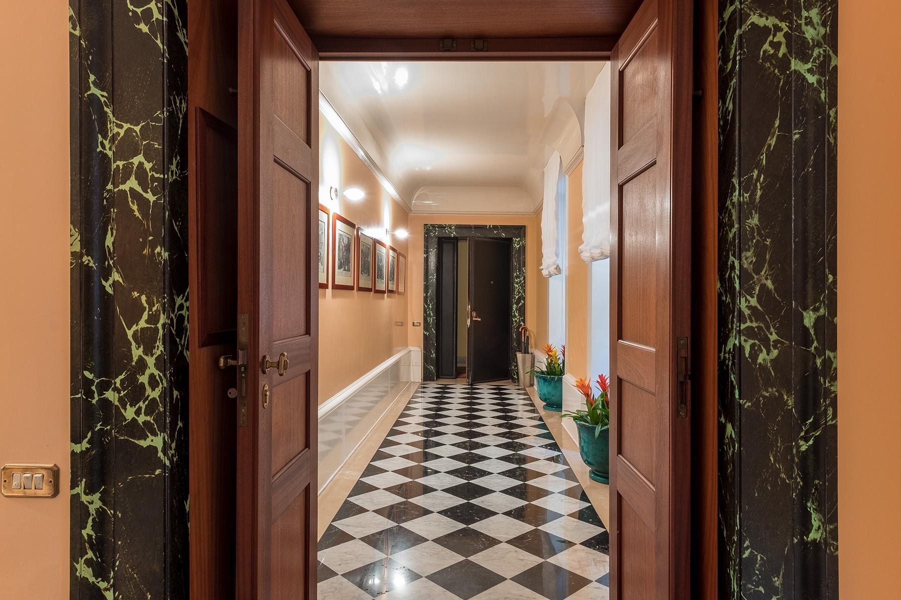 Scenographic apartment in historic building in Via Mergellina - 19