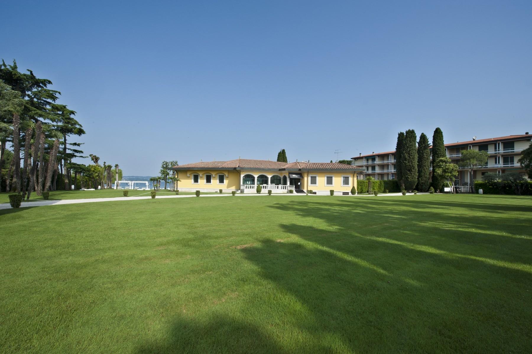 Einzigartige Pied dans l'Eau-Villa in Sirmione, mit Strand und Liegeplatz - 5