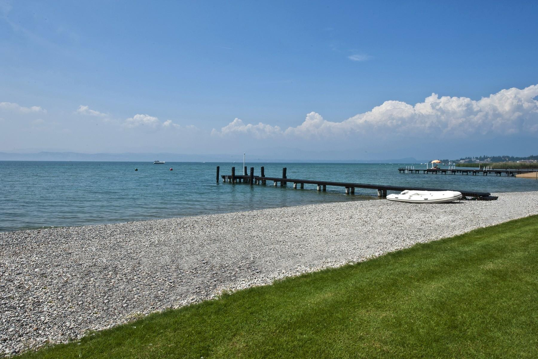 Villa pieds dans l'eau avec plage et quai à Sirmione - 3