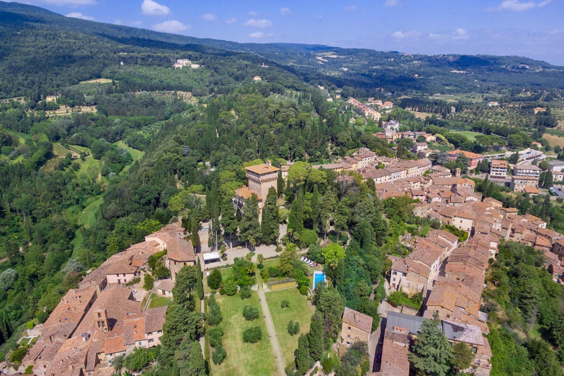 Восхитительное поместье с захватывающим видом на Тоскану в окрестностях Сиены, Италия - 35