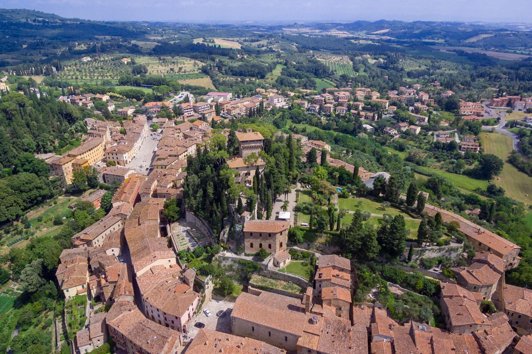 Восхитительное поместье с захватывающим видом на Тоскану в окрестностях Сиены, Италия - 36