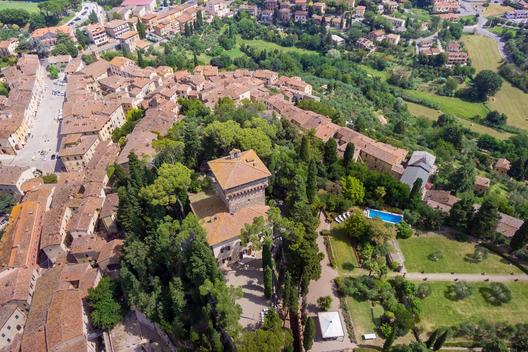 Восхитительное поместье с захватывающим видом на Тоскану в окрестностях Сиены, Италия - 34