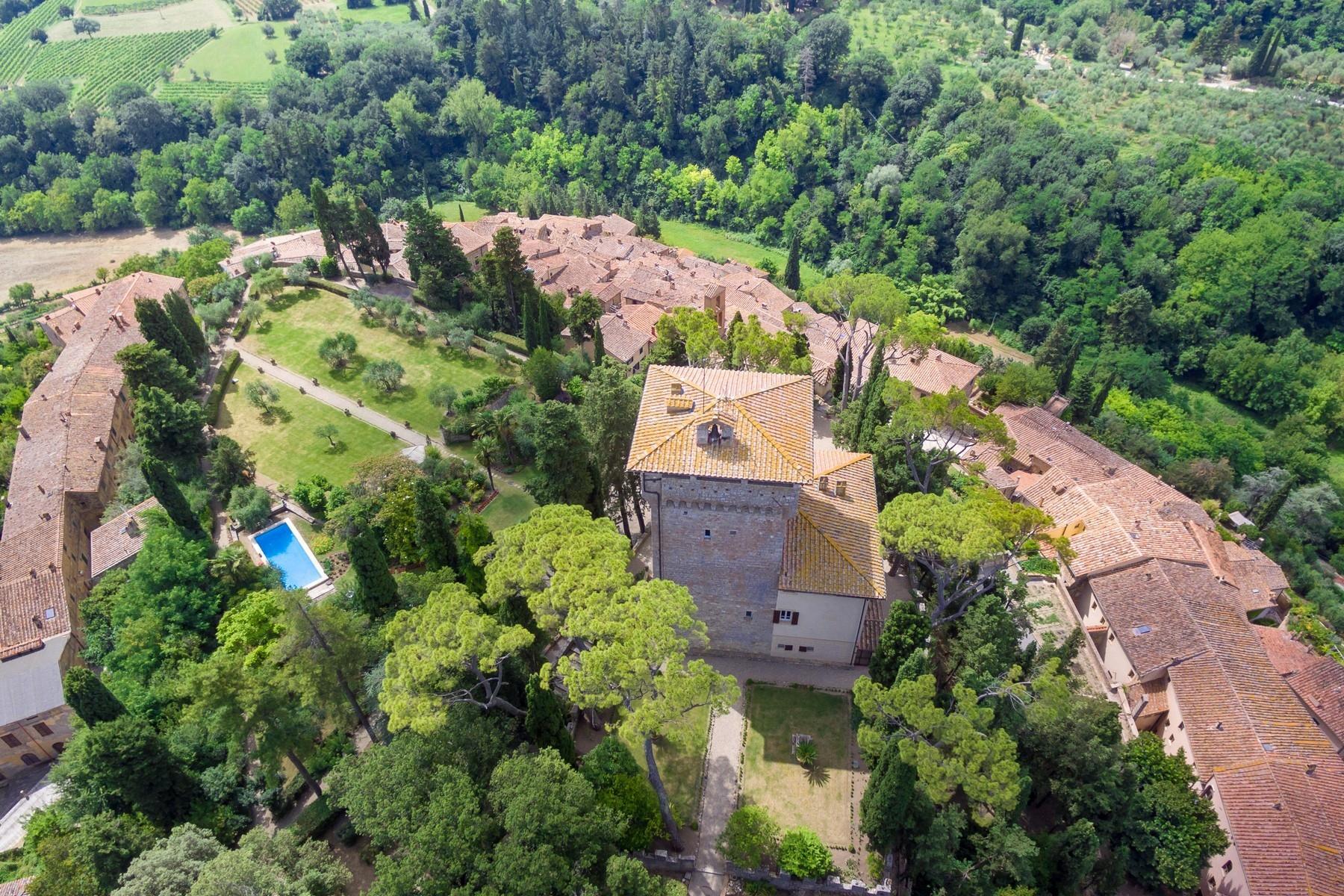 Восхитительное поместье с захватывающим видом на Тоскану в окрестностях Сиены, Италия - 33