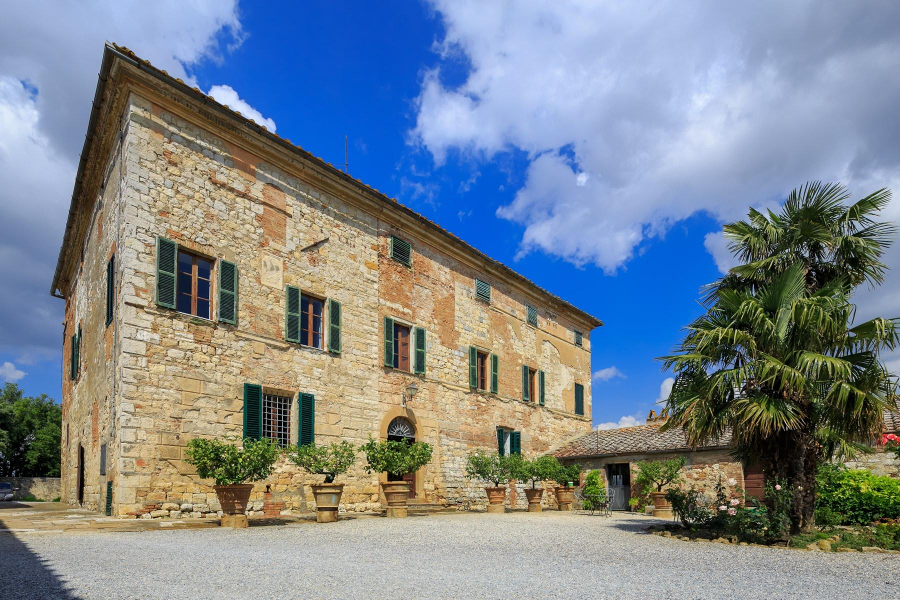 Prestigious property in the heart of Tuscany - 1