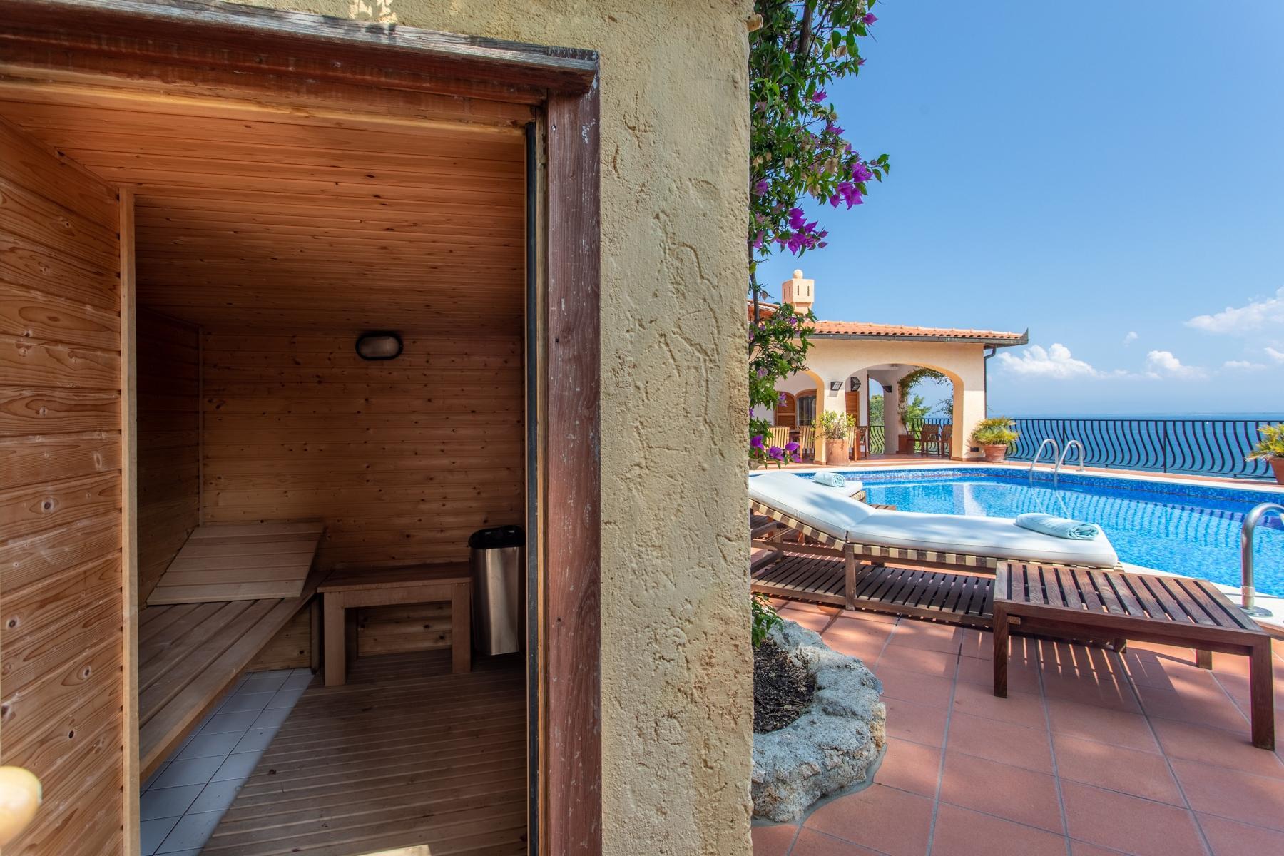 Spettacolare villa con piscina fronte mare - 23