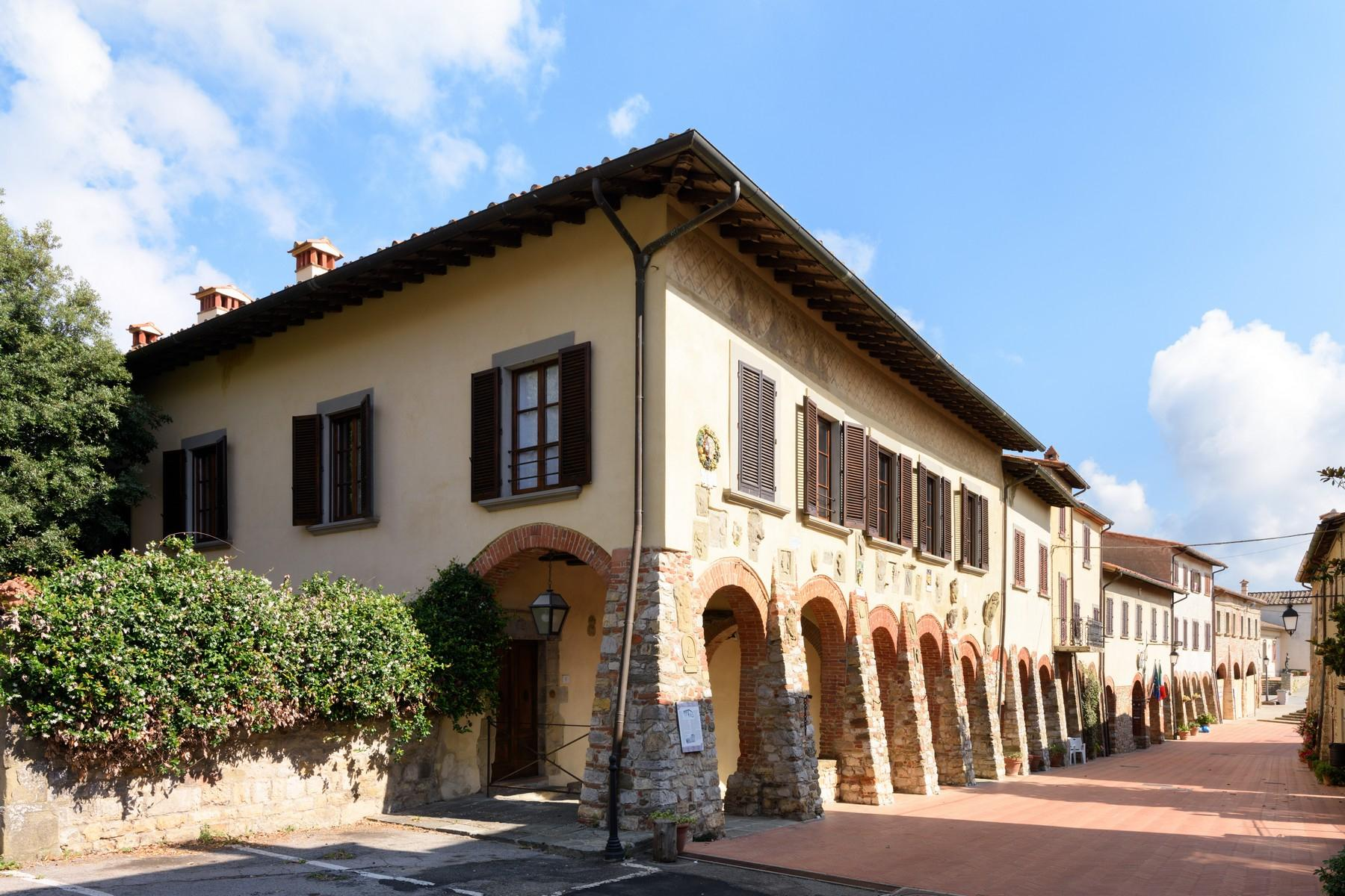Historical palace of the 10th century in the heart of the Val di Chiana - 1