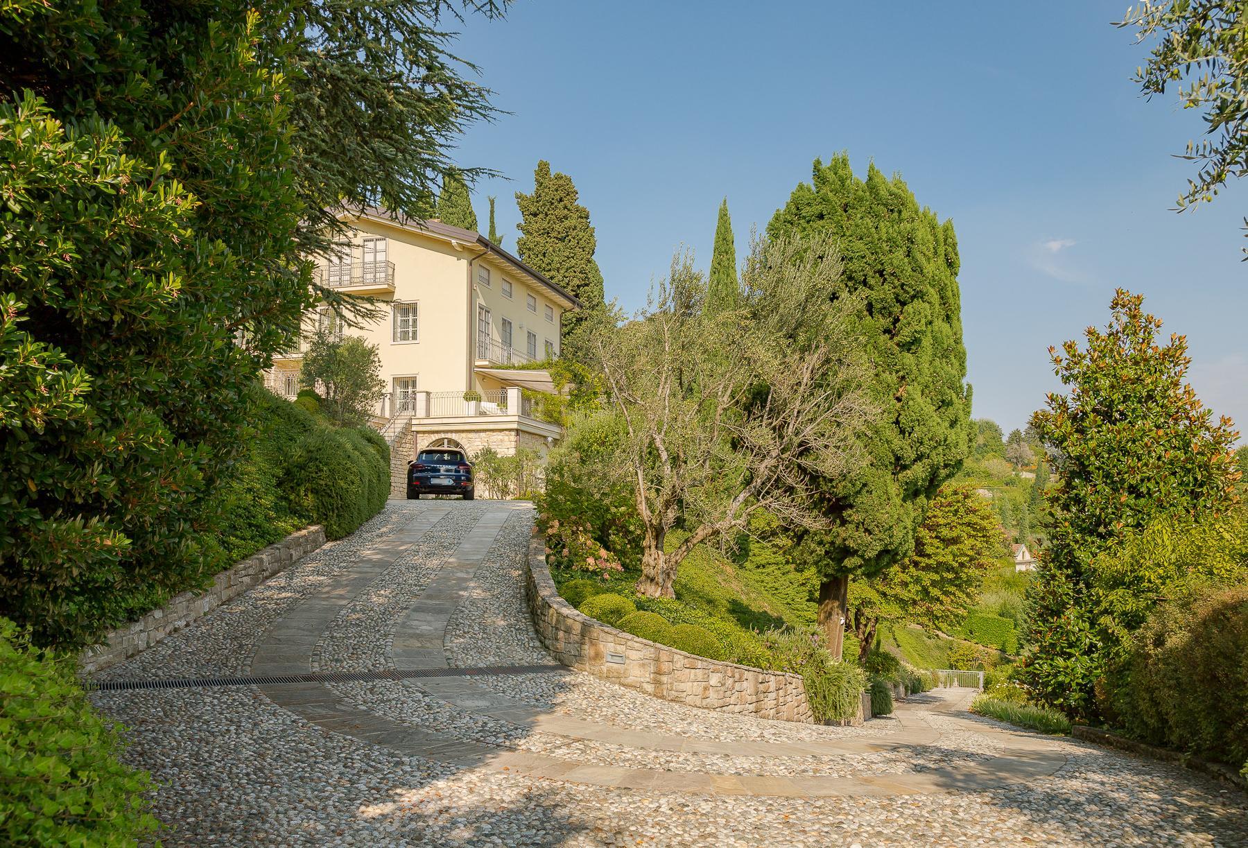 Прекрасная вилла на холмах Bergamo Alta - 1