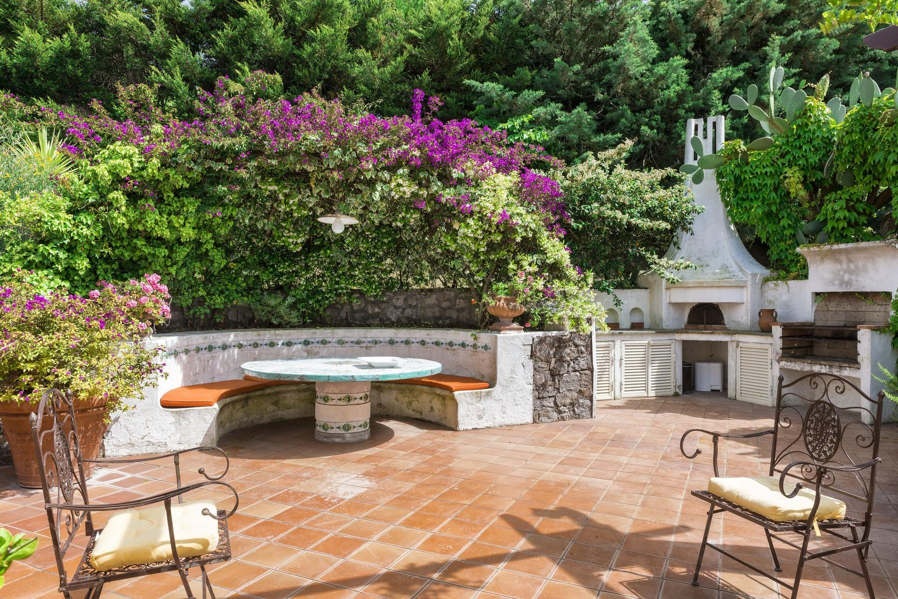 Elegant villa with pool in Anacapri - 13