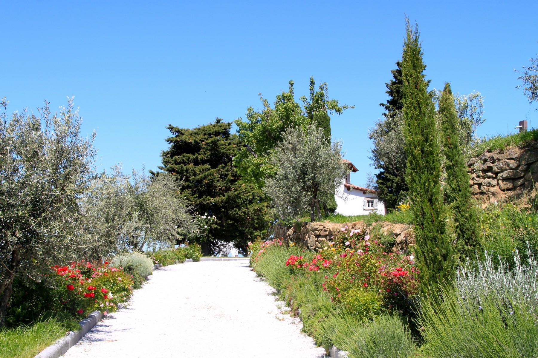 Splendida villa autentica con torretta - 23