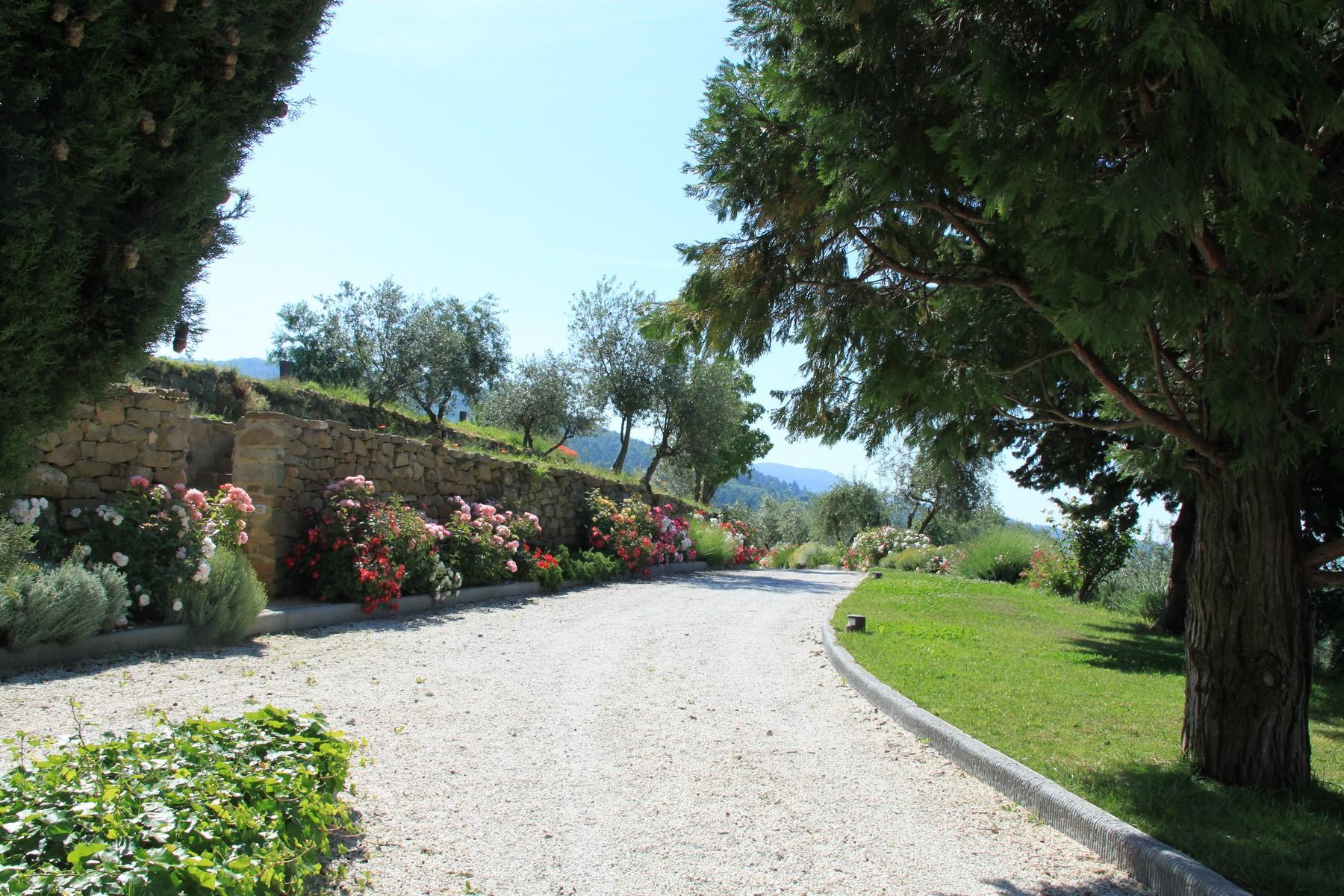 Splendida villa autentica con torretta - 21