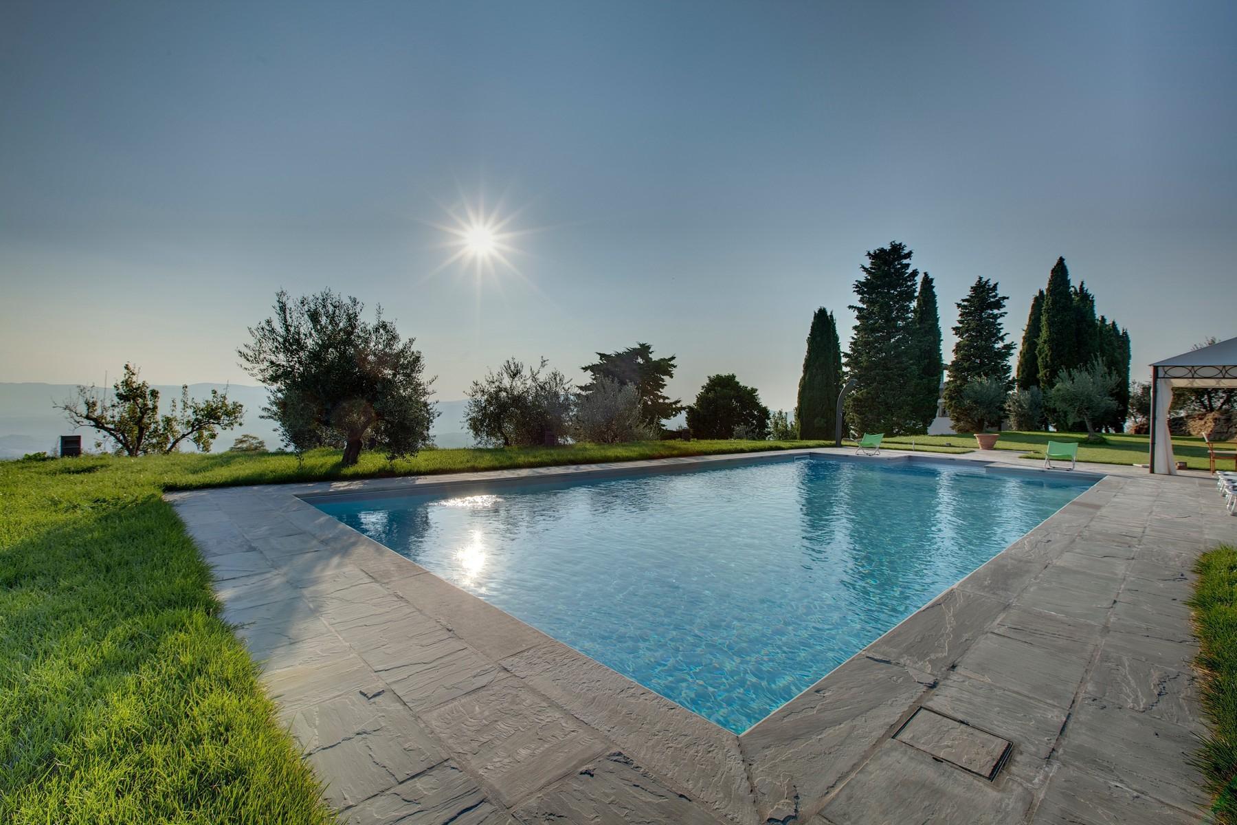 Splendida villa autentica con torretta - 22