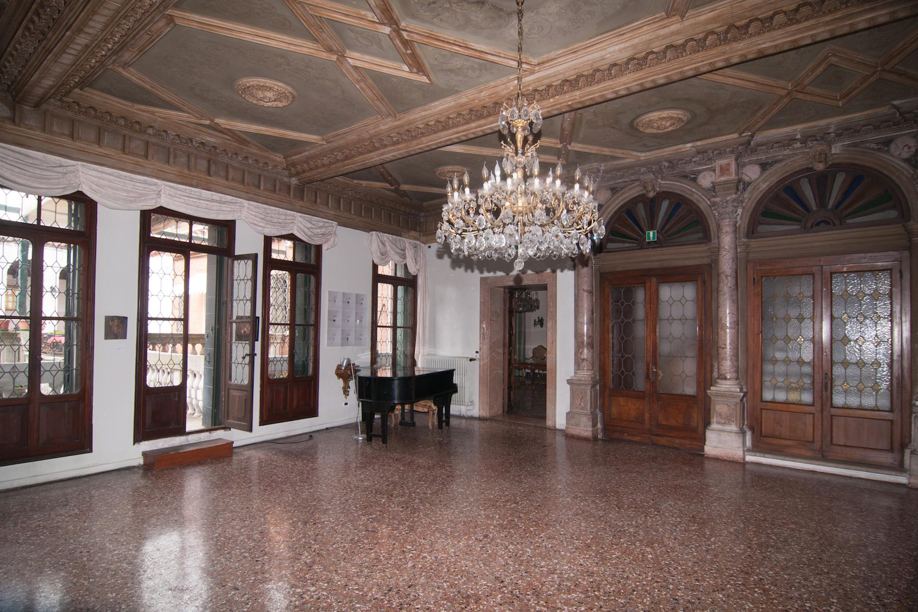16th Century Palazzetto with permissions for a 23 bedroom hotel - 2
