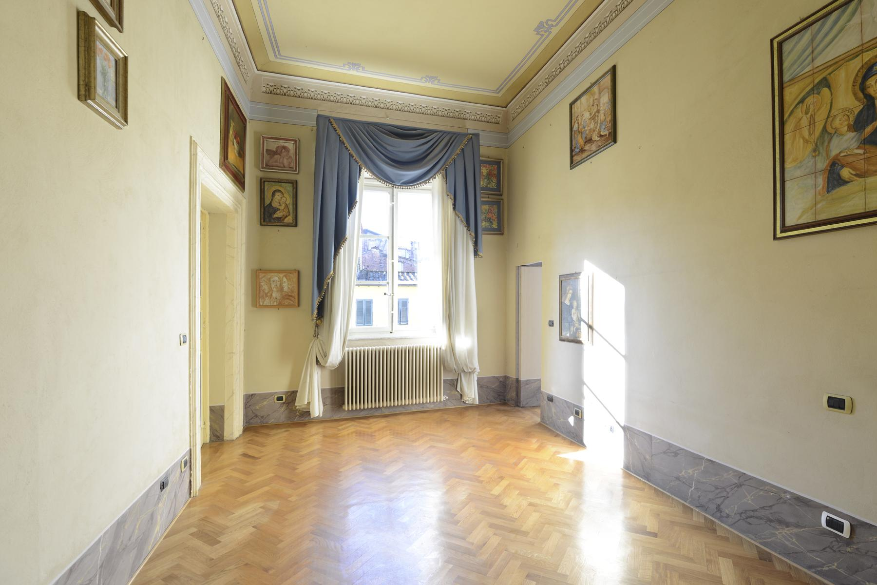 Refined apartment in the center of Lucca - 22