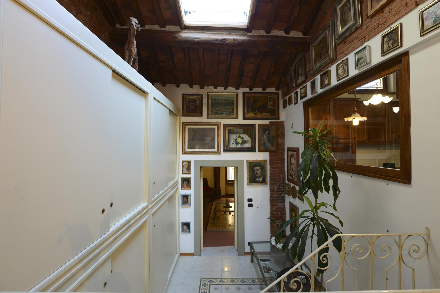 Refined apartment in the center of Lucca - 21