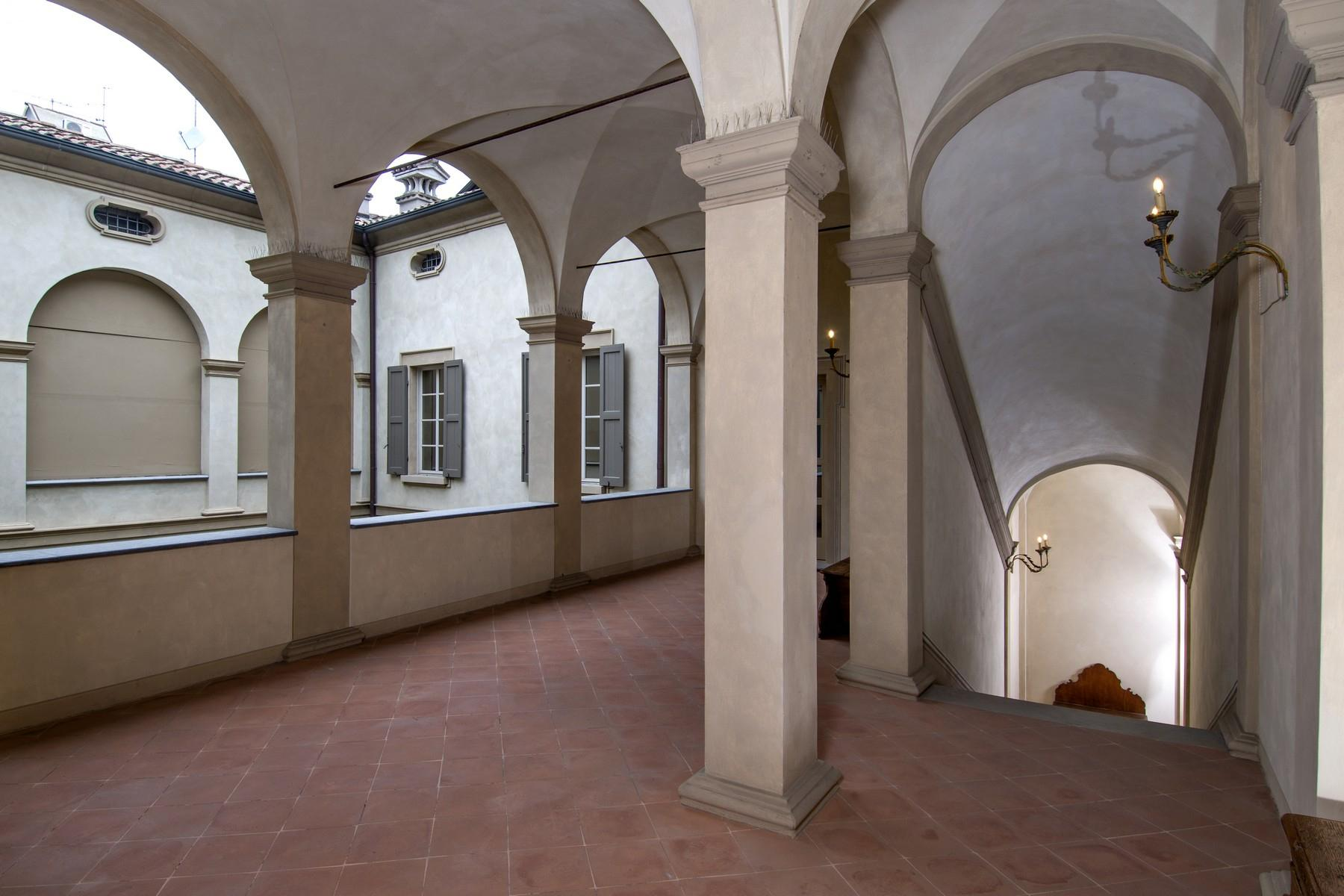 Magnificent historic palace in the heart of Reggio Emilia - 7
