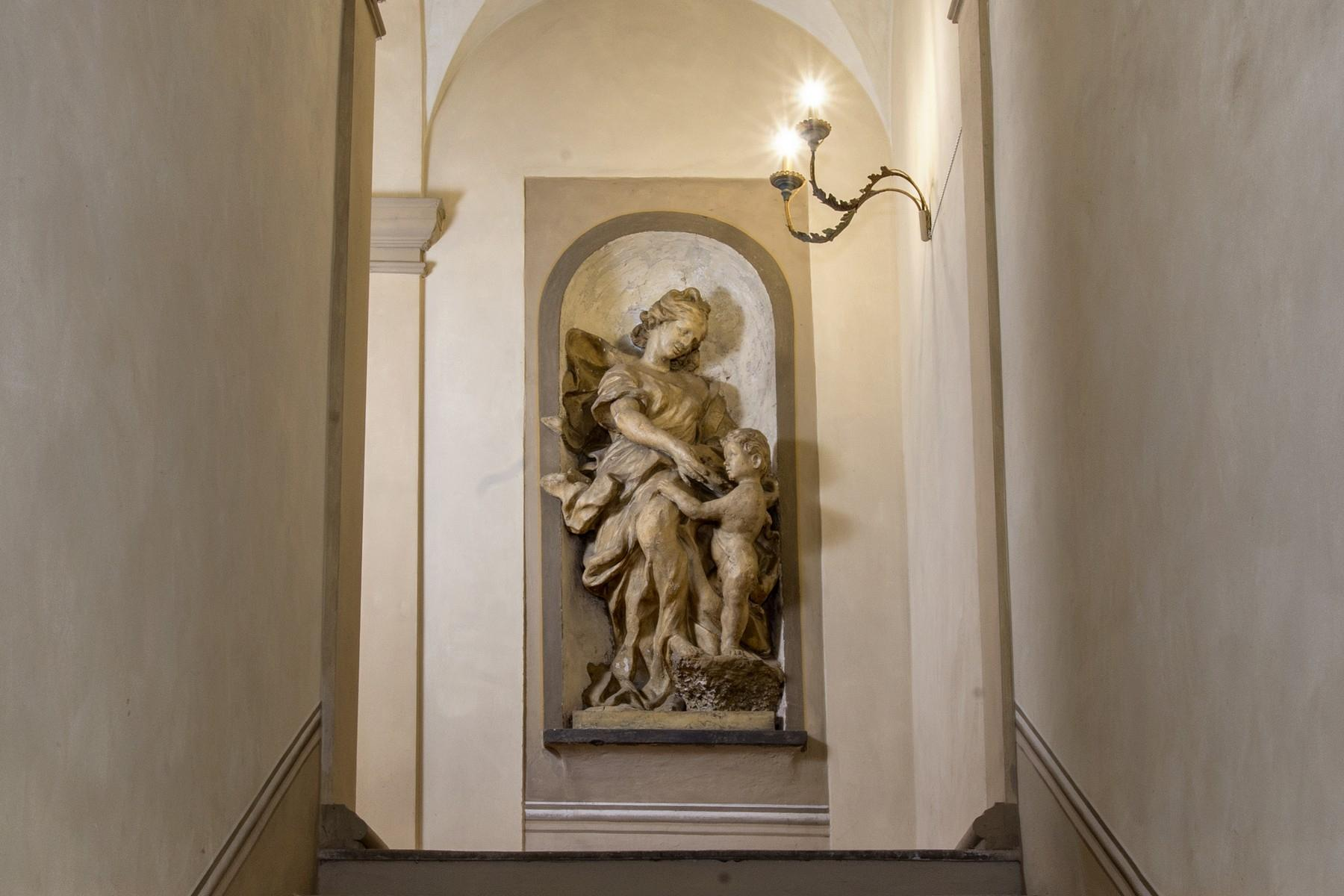 Magnificent historic palace in the heart of Reggio Emilia - 9