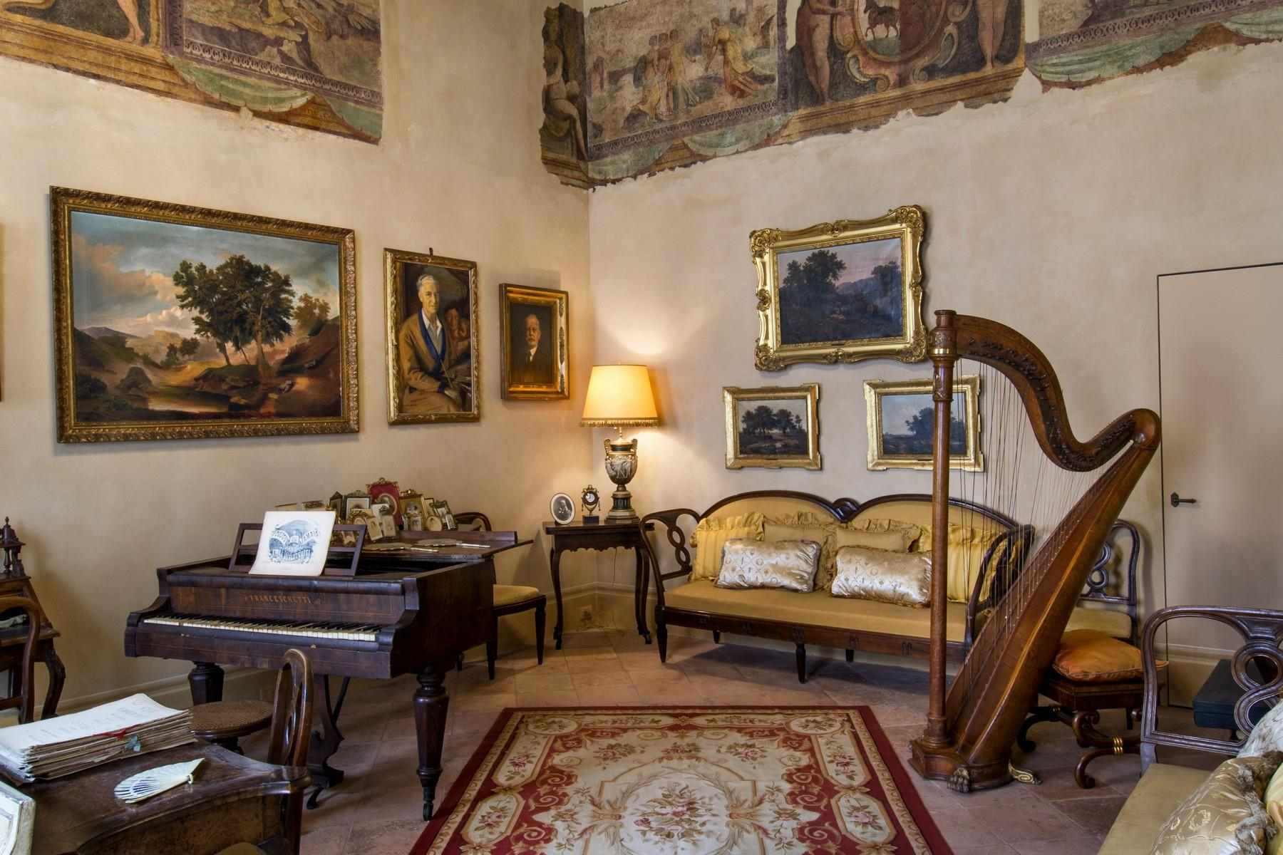 Magnificent historic palace in the heart of Reggio Emilia - 2