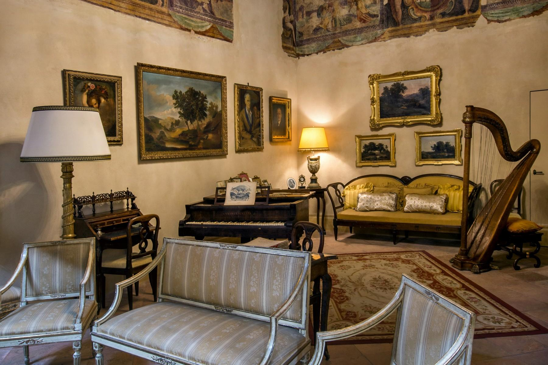 Magnificent historic palace in the heart of Reggio Emilia - 12