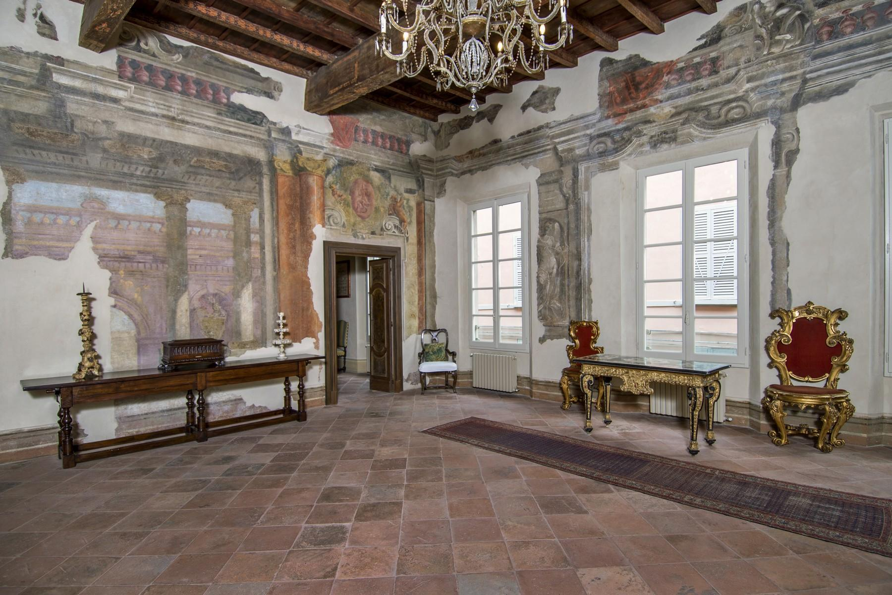 Magnificent historic palace in the heart of Reggio Emilia - 13