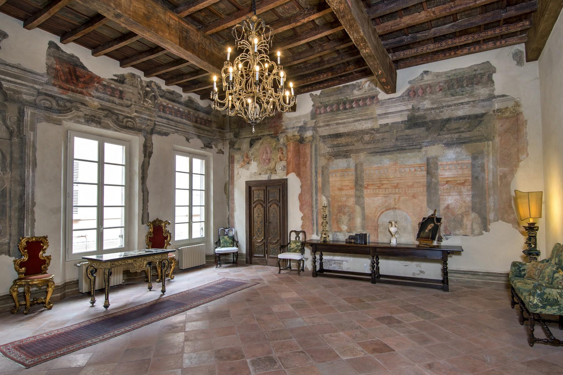 Magnificent historic palace in the heart of Reggio Emilia - 3