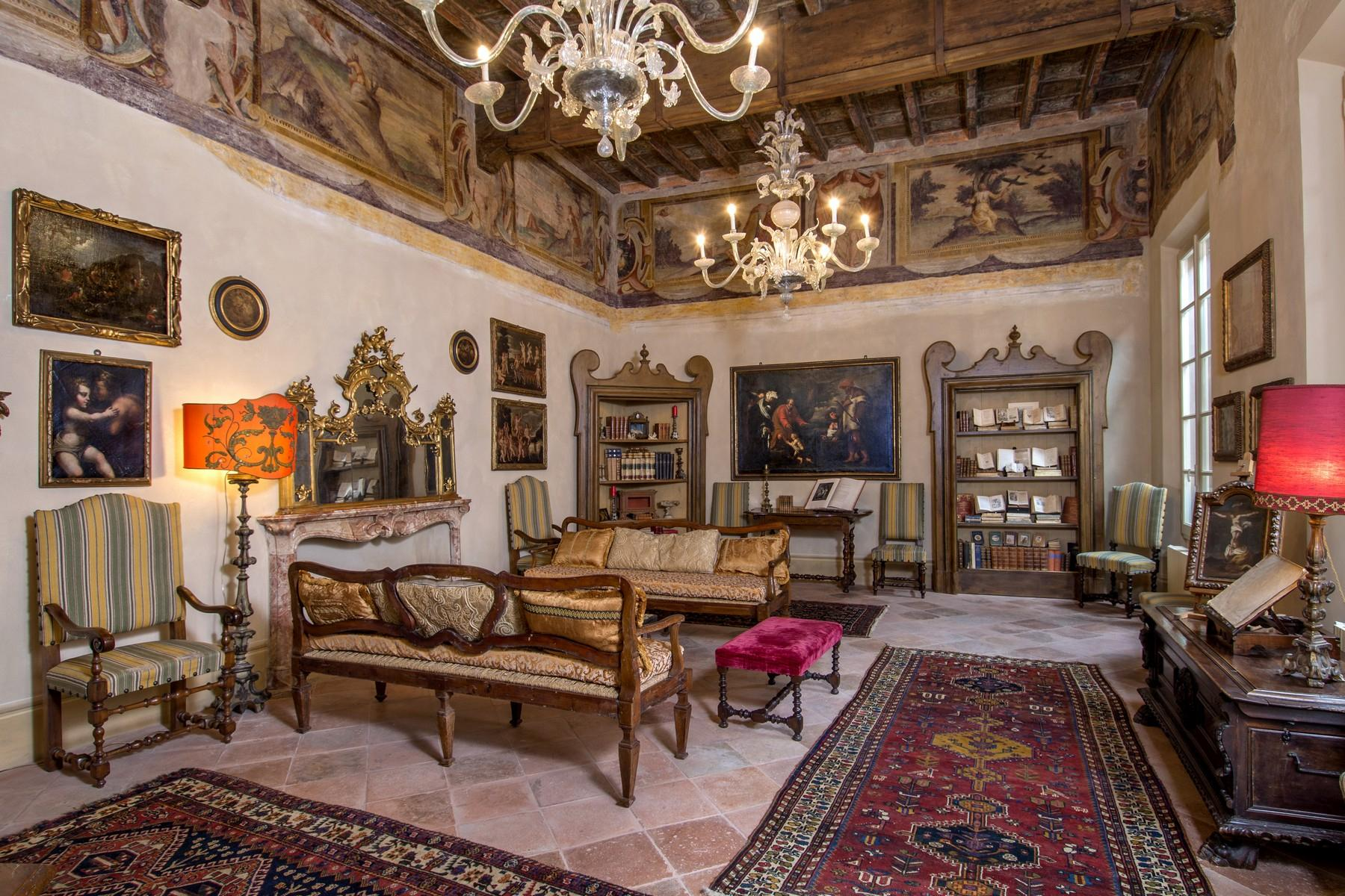Magnificent historic palace in the heart of Reggio Emilia - 1