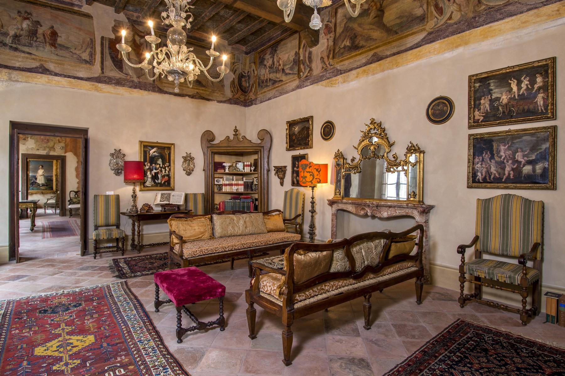 Magnificent historic palace in the heart of Reggio Emilia - 11