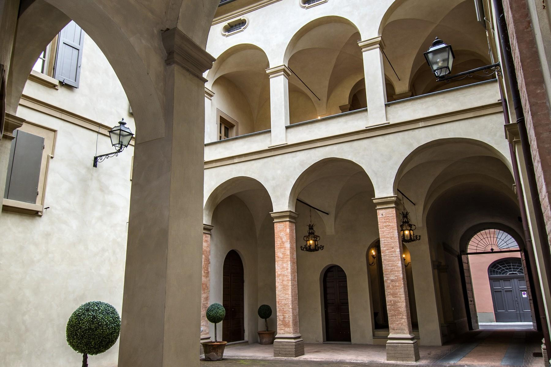 Magnificent historic palace in the heart of Reggio Emilia - 17