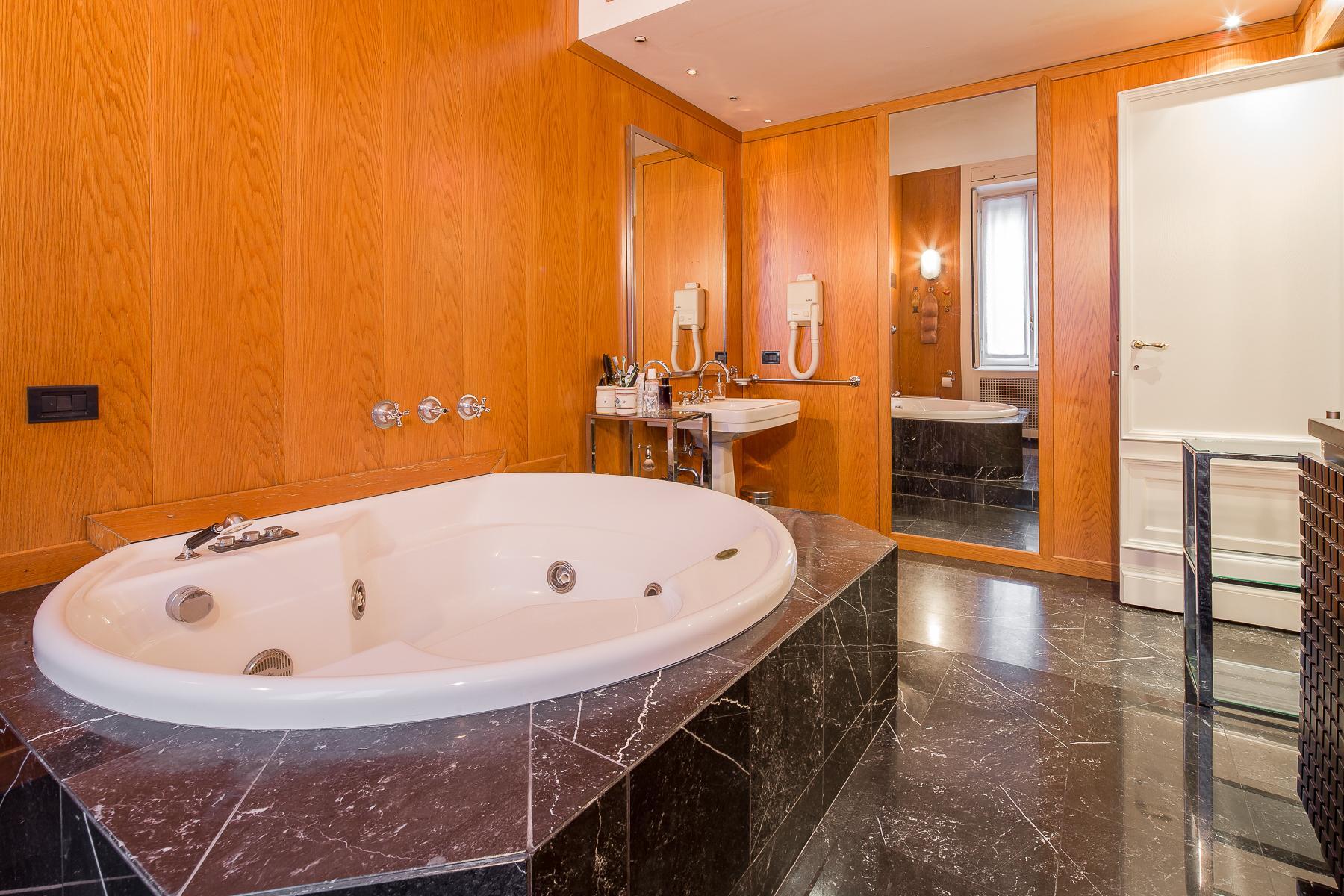 Elegante appartamento in prestigioso palazzo storico - 10