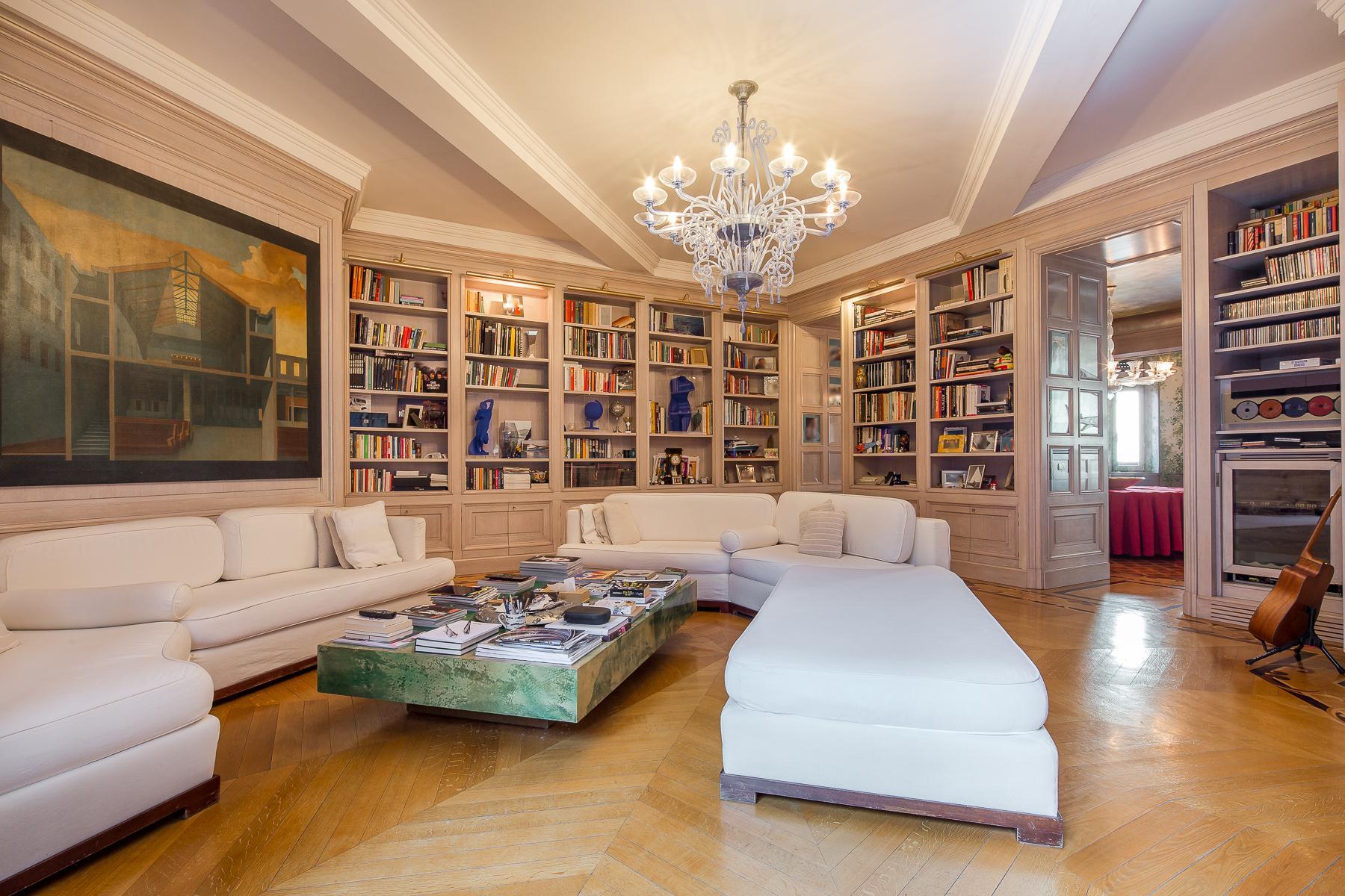 Элегантный апартамент в престижном старинном здании - 1