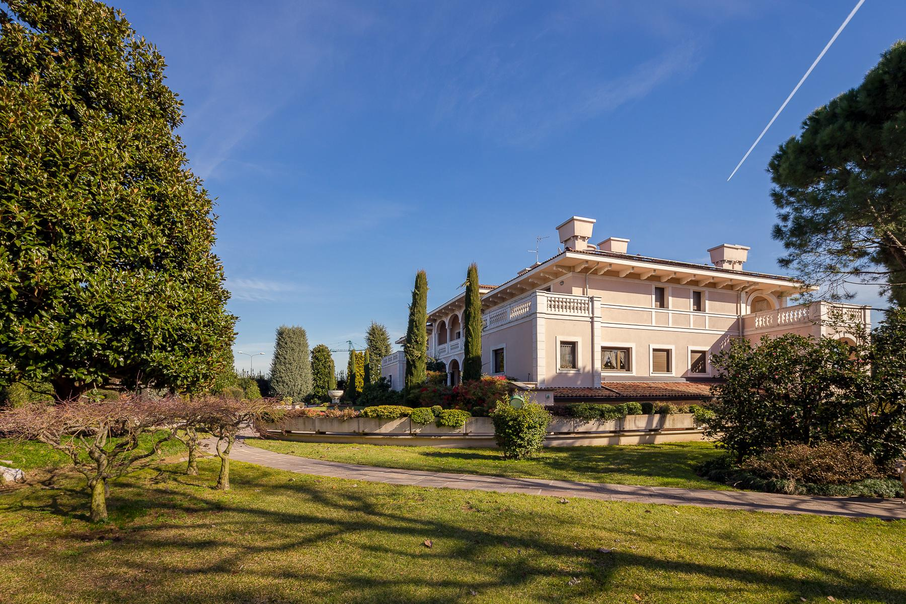 Прекрасная вилла с парком между Бергамо и Миланом - 18