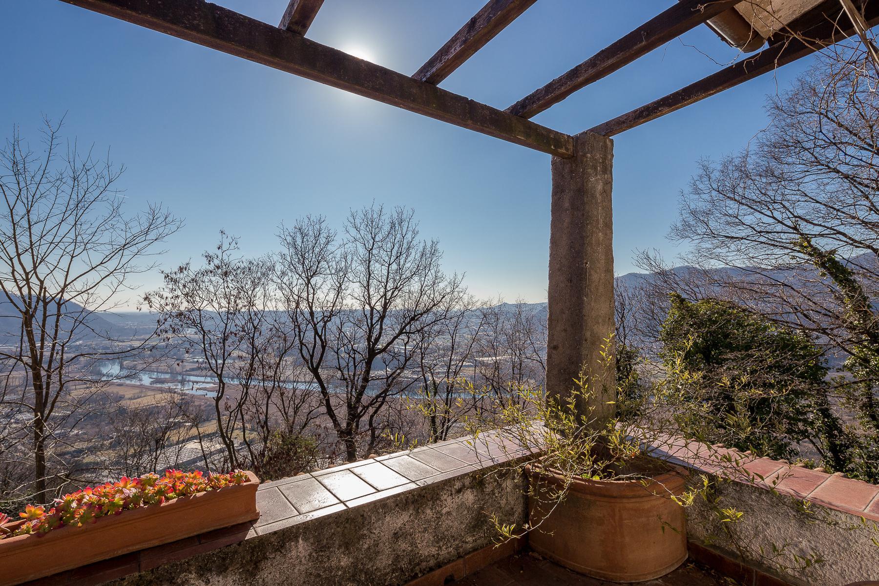 Bella villa con giardino e vista mozzafiato - 15