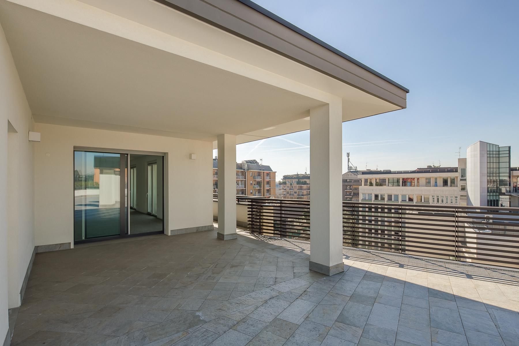 Prestigious penthouse of 320 sqm with terrace and beautiful 360° view - 15