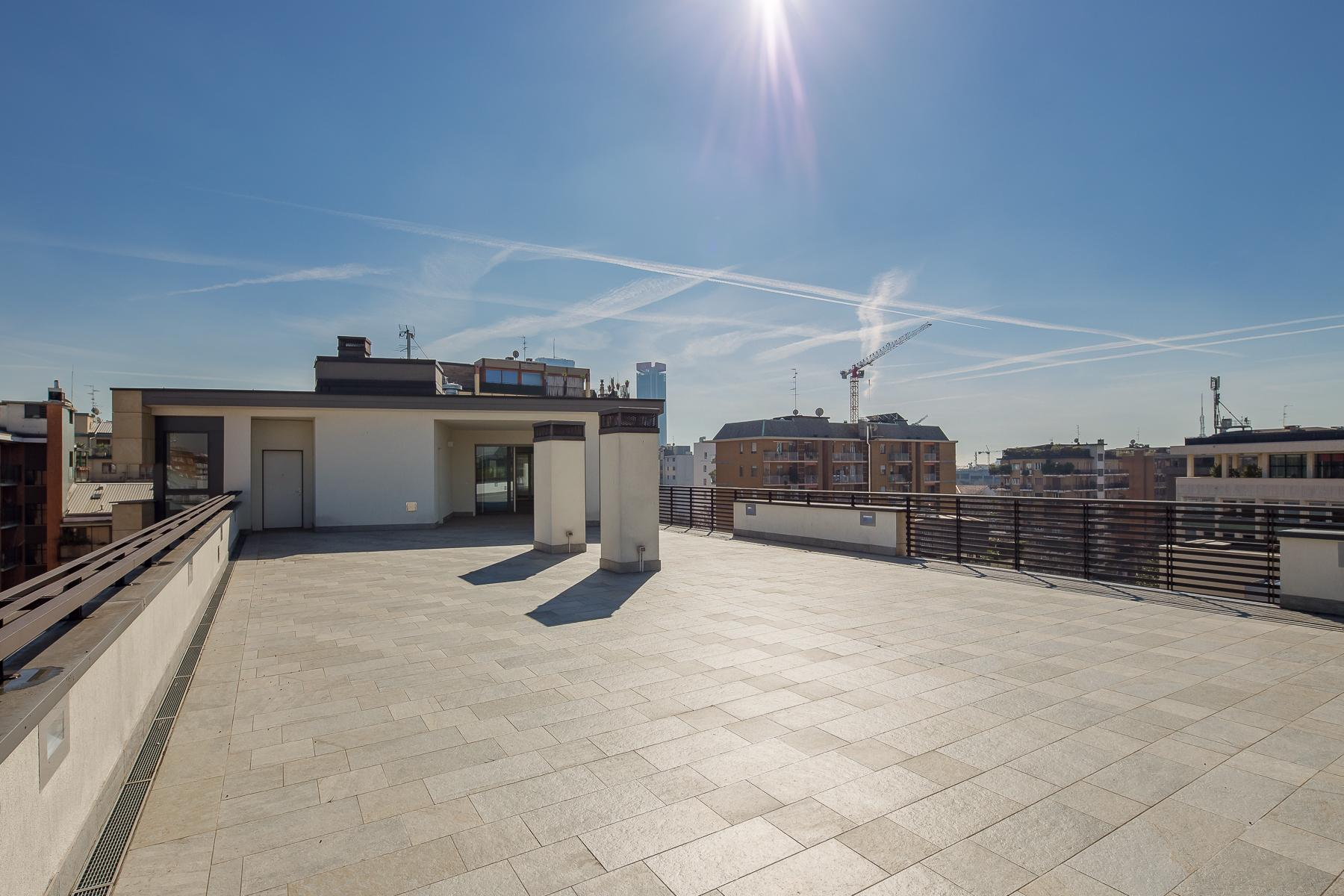 Prestigious penthouse of 320 sqm with terrace and beautiful 360° view - 12