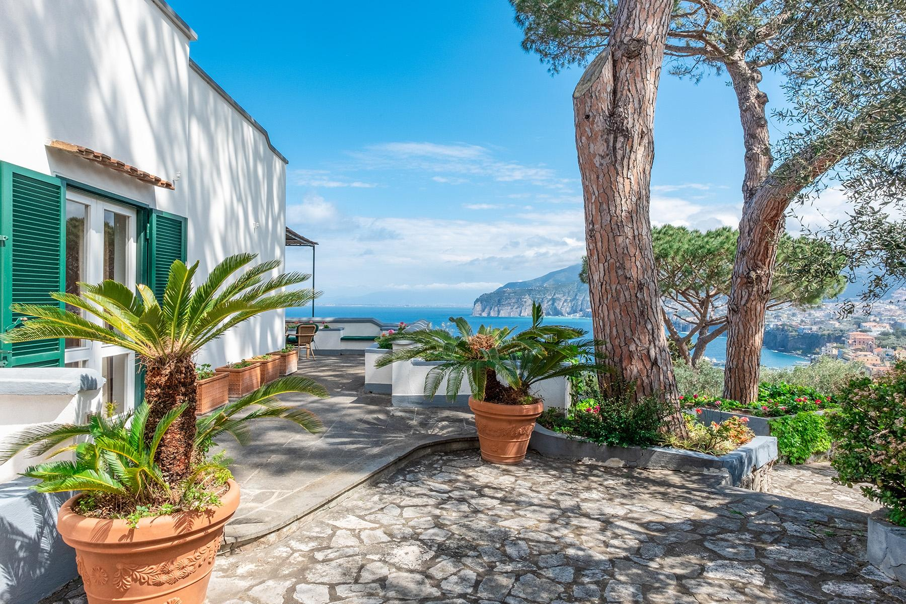 Panoramic property in the greenery in the heart of Sorrento - 4
