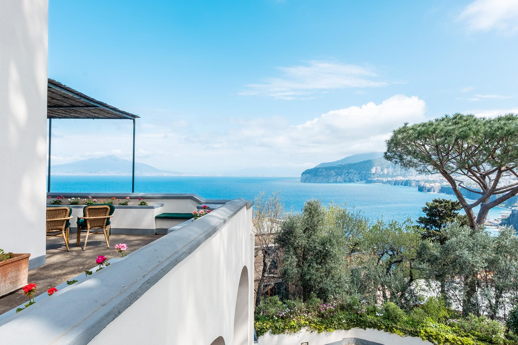 Panoramic property in the greenery in the heart of Sorrento - 3