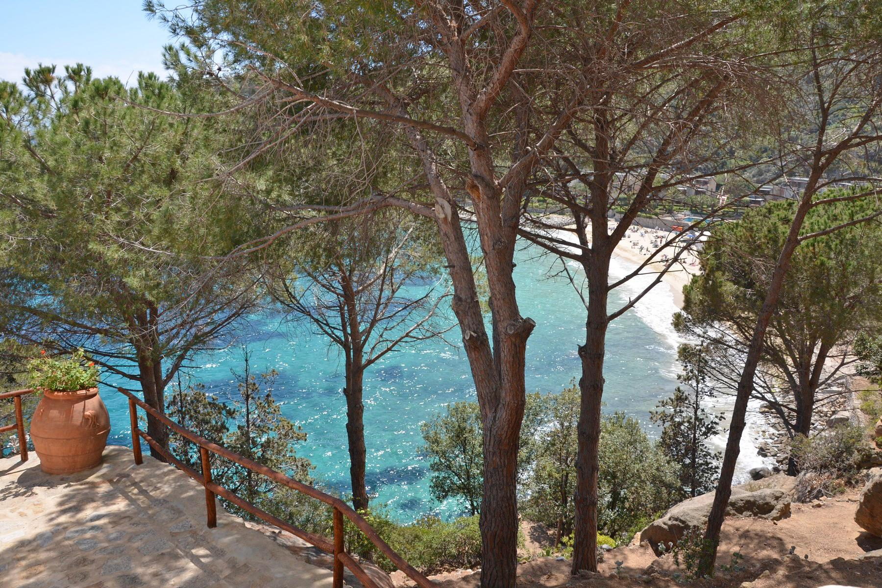 Seafront villa with breathtaking views - 1