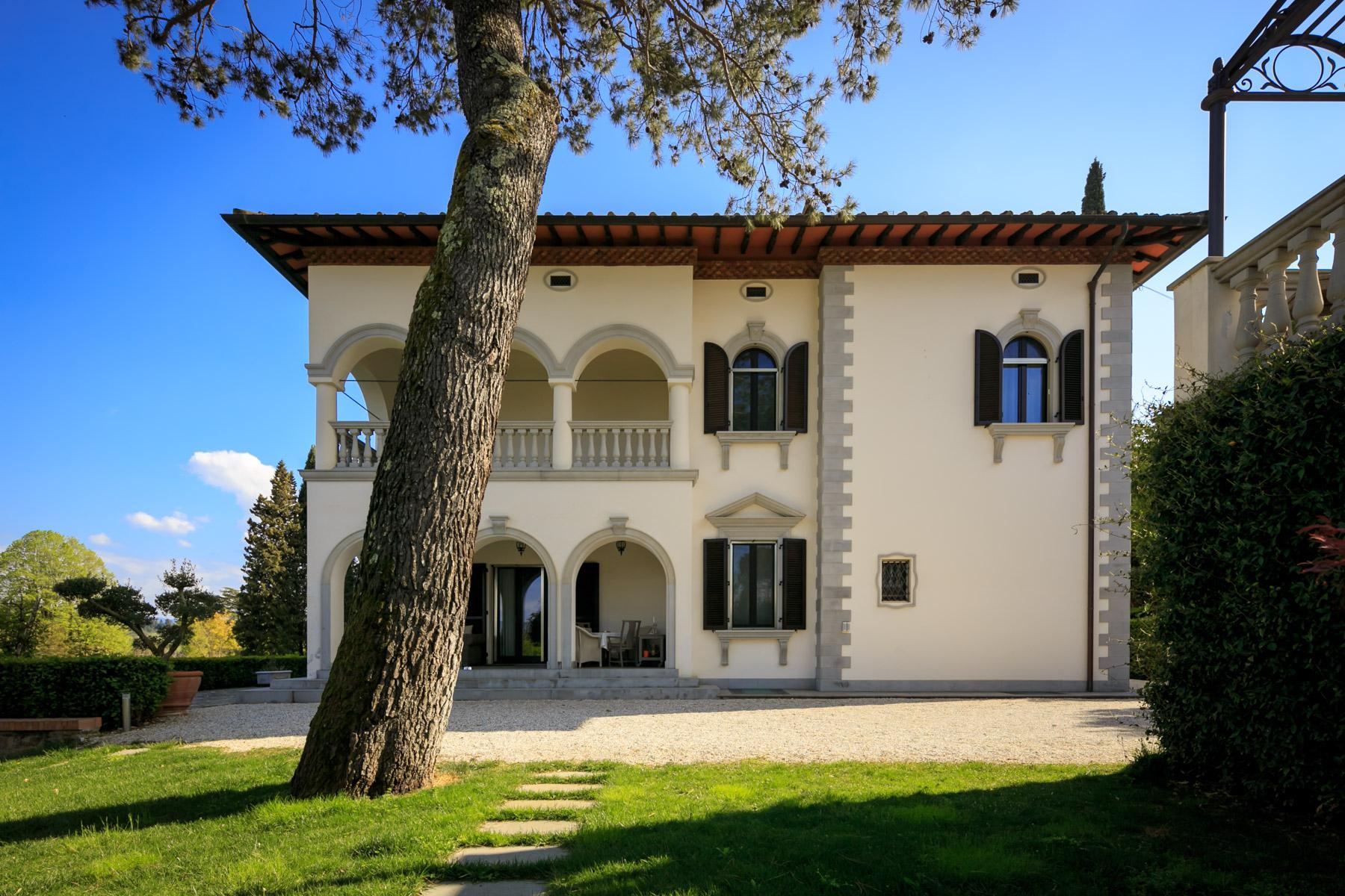 Splendida villa con piscina sulla collina di Pian dei Giullari a Firenze - 3