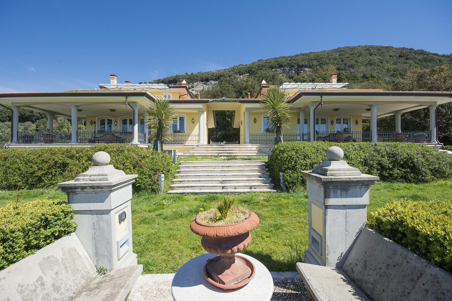 Meravigliosa villa moderna nel cuore della Versilia - 1